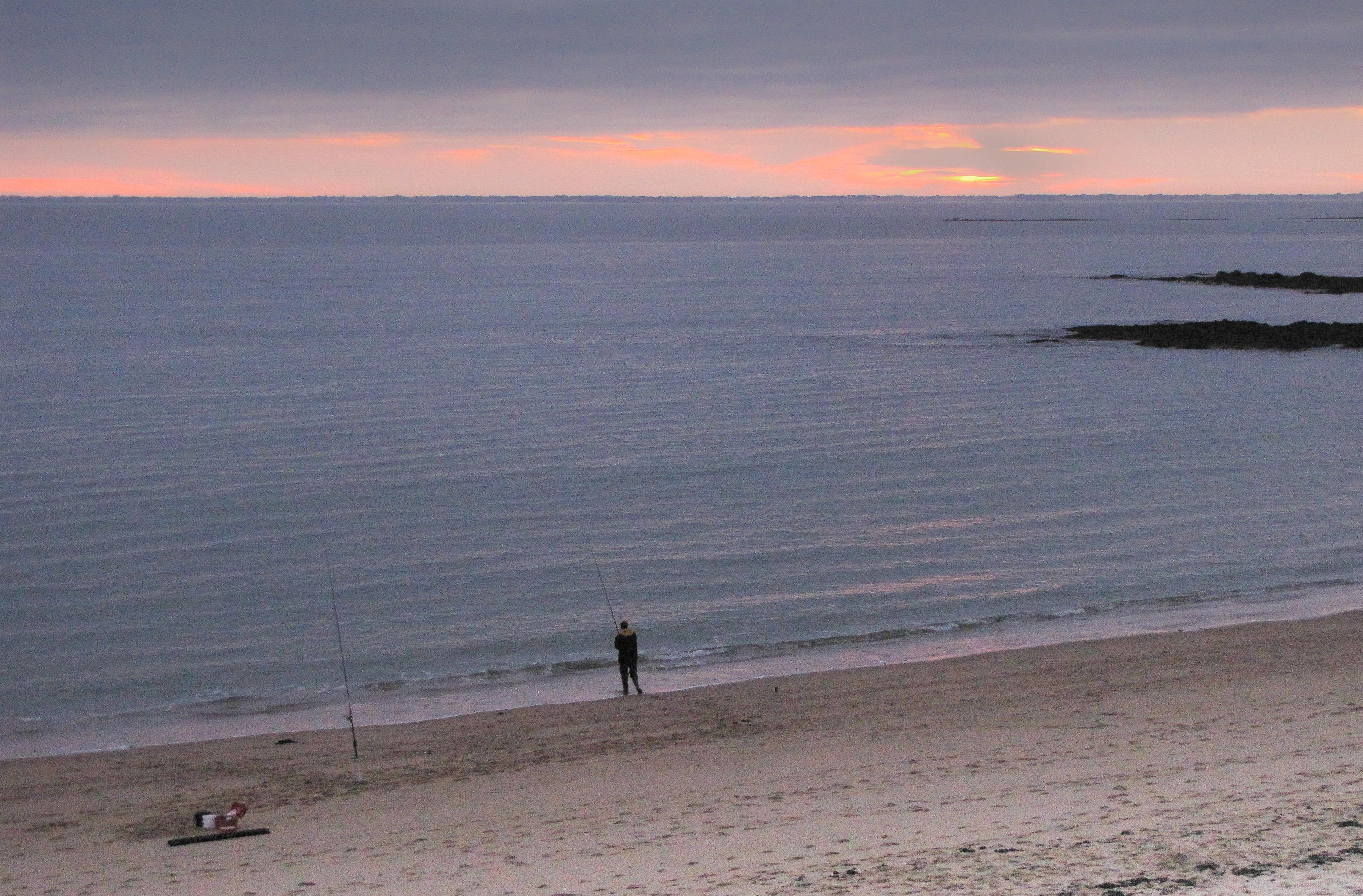 le surfcasteur solitaire, 28 oct 09, 19h06, st pierre (1 sur 1).jpg