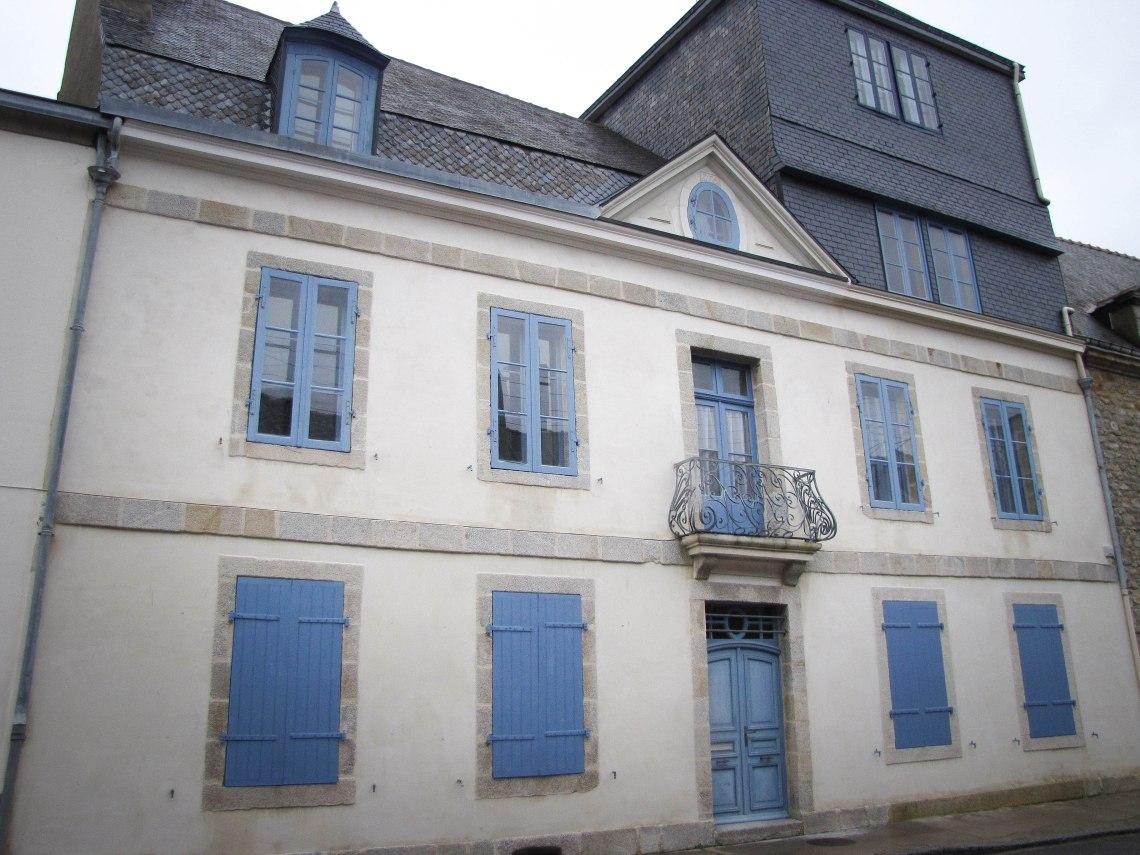 la maison du dentiste le bon docteur habbouche  rue de la citadelle port-louis 22 févr  10.jpg