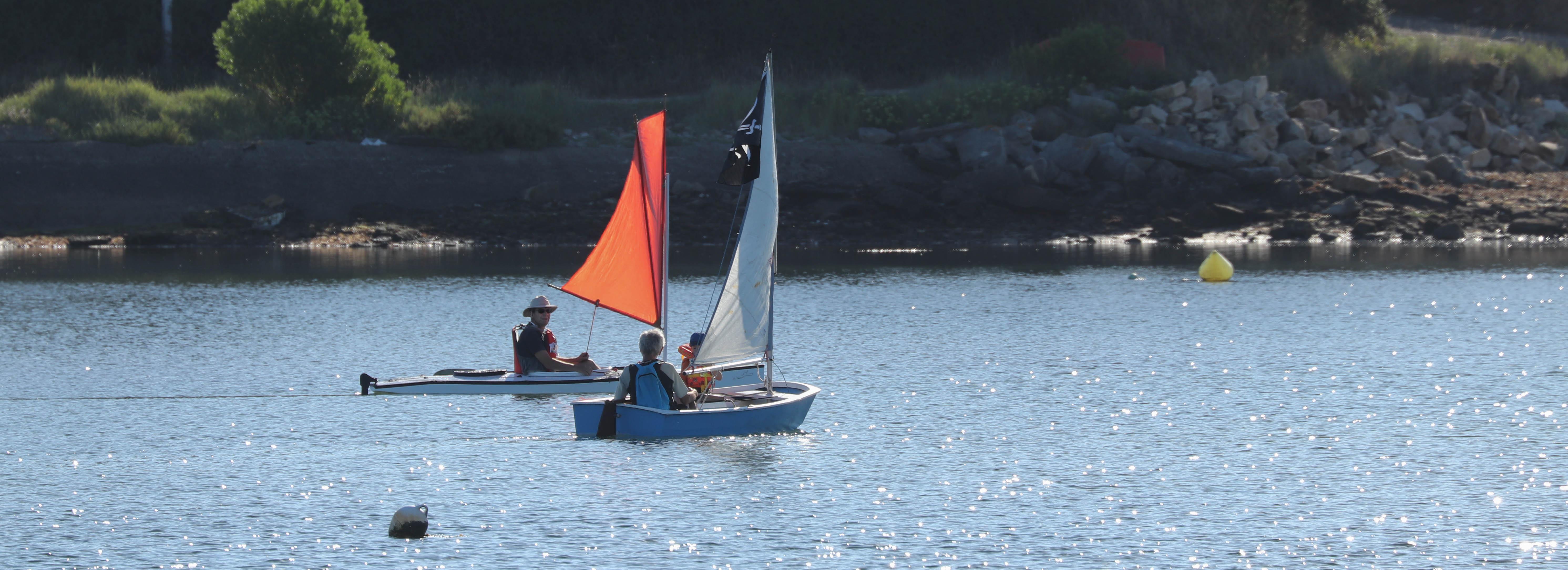 un bateau de pirates dans la baie de la digue, 2 août 18, 8h21 (1 sur 1)