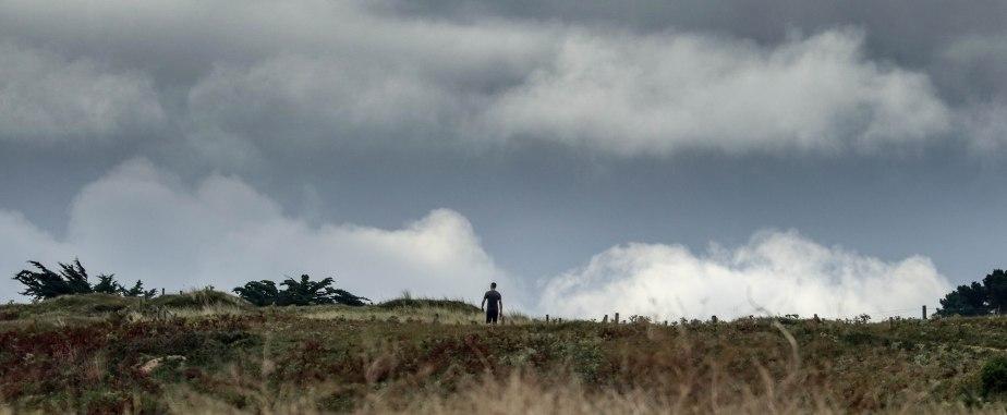 l'homme au chien, st pierre, 13 août 18, 8h03 (1 sur 1).jpg