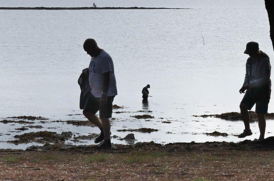 promeneurs & pêcheur, pointe er hourèl, 13 août 18, 9h47 (1 sur 1)