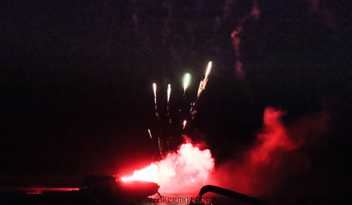 feu d'artifice Locmariaquer, 14 juil.19, 23h31.jpg